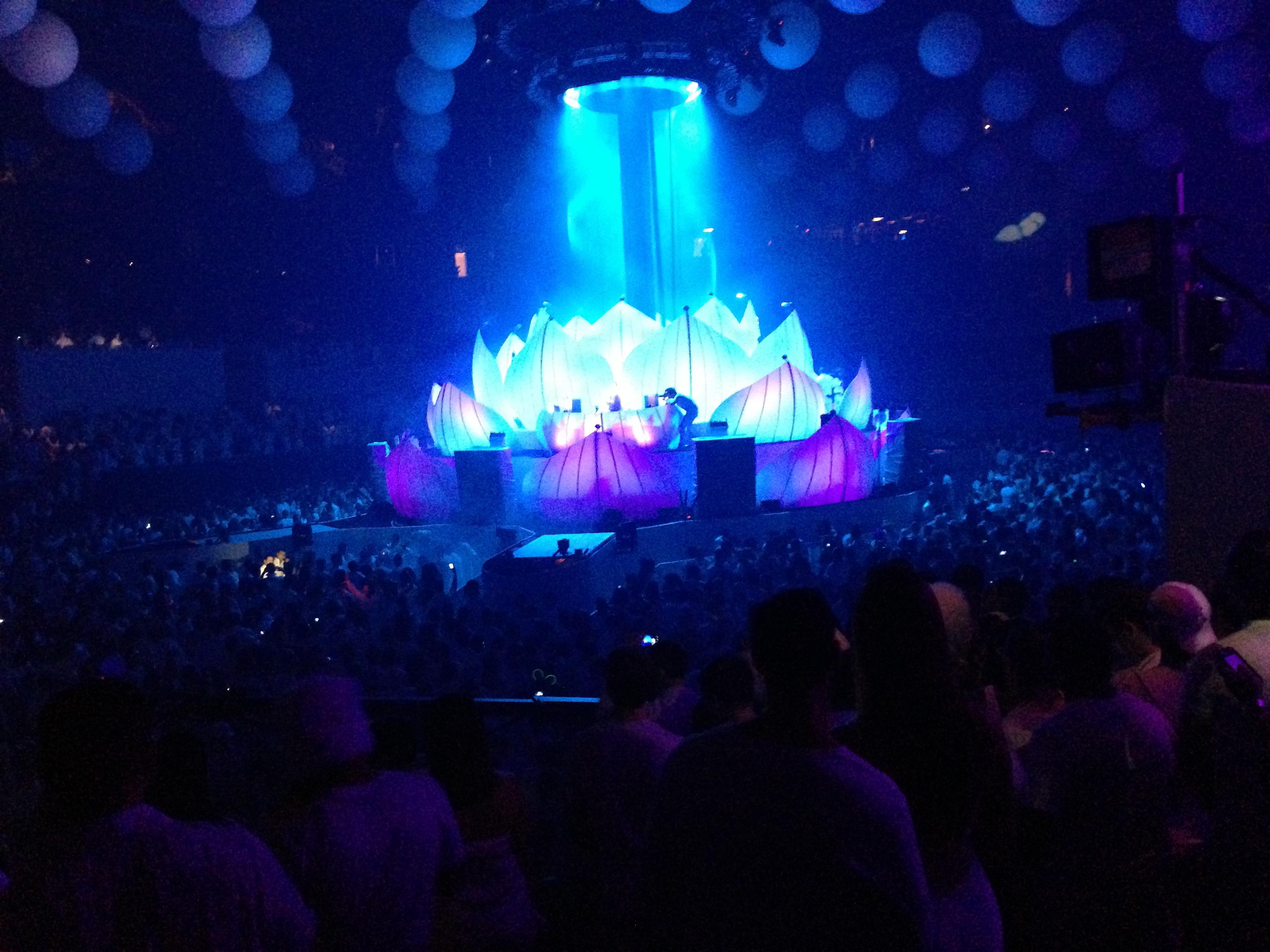 Center Stage Sensation White