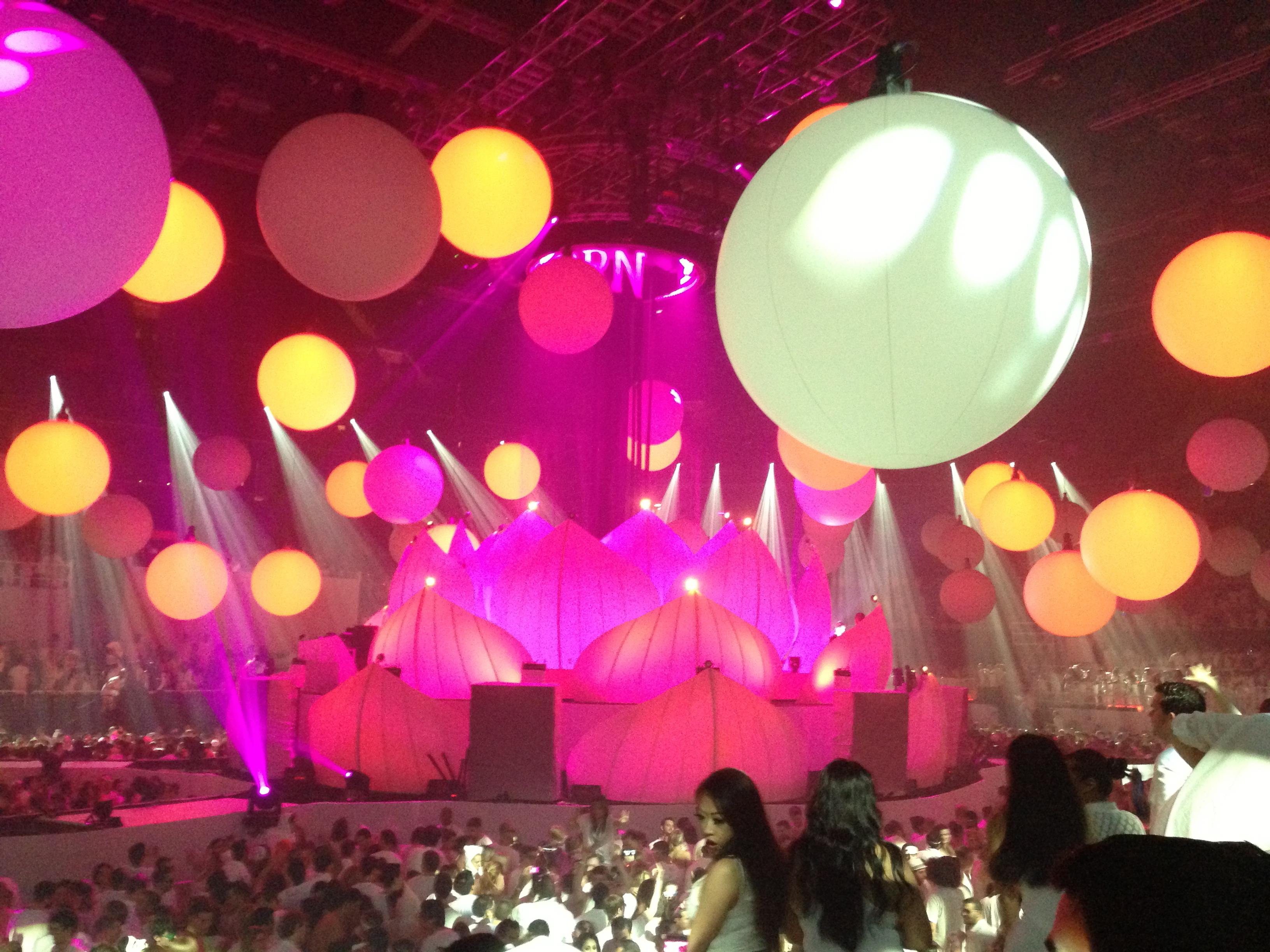 Ball Lights Sensation White
